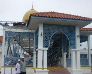 masjid_runtuh